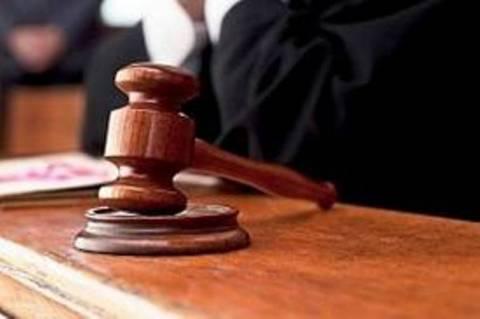 Ένα επίδομα δικαστών ισούται με ένα μισθό