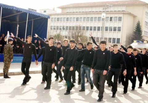 Mαθητές μούντζωσαν τους επισήμους στα Ιωάννινα
