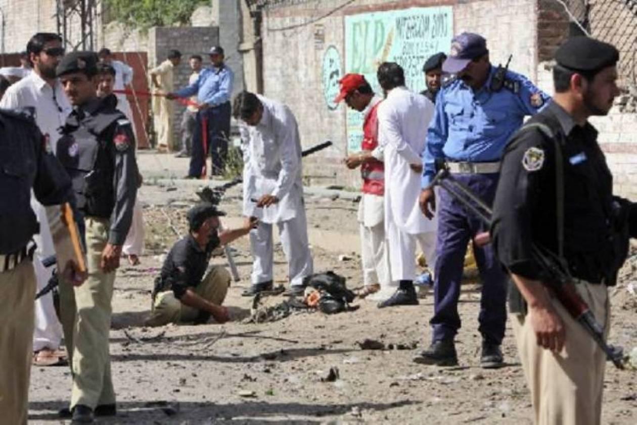Πακιστάν: Μακελειό σε στάση λεωφορείου
