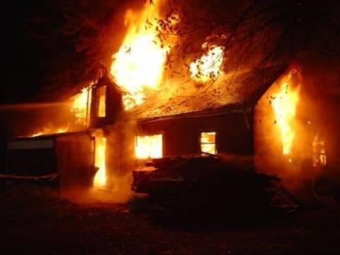 Φωτιά σε σπίτι στα Καλύβια