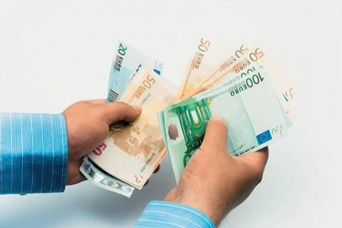 Επιστολή βουλευτών του ΠΑΣΟΚ για διαγραφή χρεών των νοικοκυριών