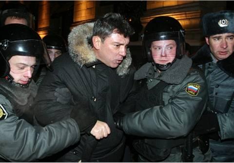 Ελεύθεροι αφέθηκαν δύο ηγέτες της αντιπολίτευσης στη Ρωσία