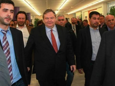 Βενιζελικοί: Η υποψηφιότητα Τζουμάκα απαξιώνει τη διαδικασία