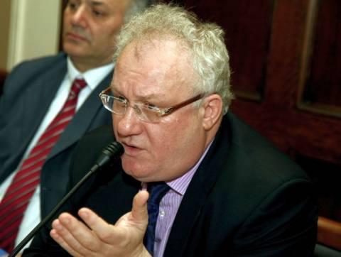 Ο Γ. Αδαμόπουλος διοργανώνει «το παρασύνταγμα της τρόικας»