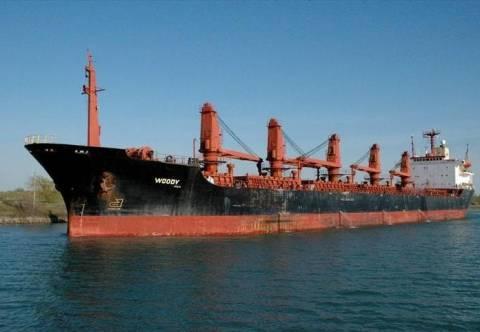 Προσάραξη φορτηγού πλοίου στο λιμάνι Λαυρίου
