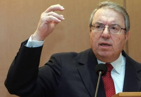 Γ. Μπαμπινιώτης: Υπέρ της παρουσίας ενός μόνιμου υπουργού Παιδείας