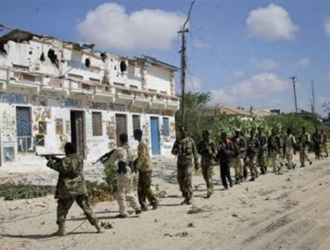 Πολεμικά αεροσκάφη βομβάρδισαν βάση της Αλ Σαμπάμπ στη Σομαλία