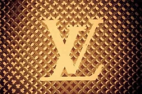 Ποιος εφηύρε το διάσημο λογότυπο του Louis Vuitton;