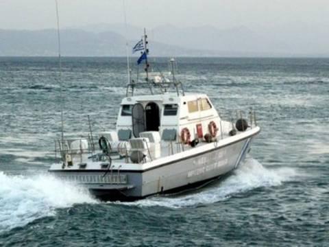 Επιχείρηση απεγκλωβισμού τουριστών σε σκάφος