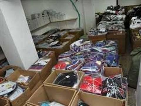 Μετέφεραν «μαϊμού» ρούχα σε αποθήκη στο Γκάζι