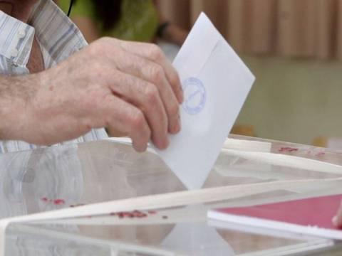 Άνοιξαν οι κάλπες για την ανάδειξη του νέου αρχηγού στο ΠΑΣΟΚ