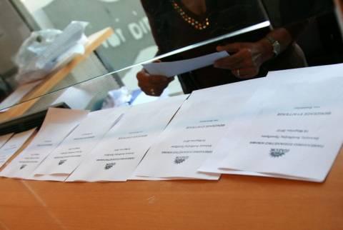Μέχρι τις 7 παρατάθηκε η ψηφοφορία στο ΠΑΣΟΚ