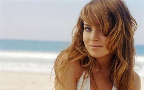 H Lindsay Lohan πληρώνει πορνοστάρ για σεξ