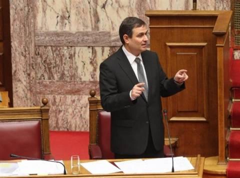 Βίντεο: Σφοδρή κόντρα Ροντούλη – Σαχινίδη στην Βουλή