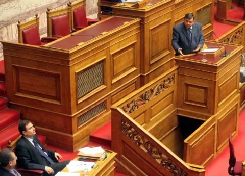 Αντεγκλήσεις Καρατζαφέρη-Σαχινίδη στη Βουλή