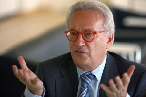 «Να λογοδοτεί η τρόικα στο Ευρωπαϊκό Κοινοβούλιο»