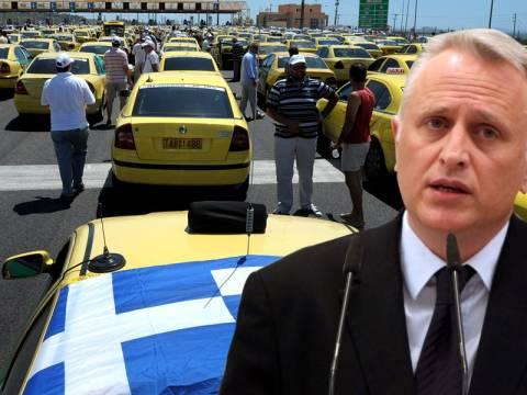 Ηρωική έξοδος με... ταξί Ραγκούση από ΠΑΣΟΚ
