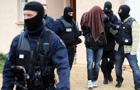 Αρνείται εμπλοκή στους φόνους η σύντροφος του Μέραχ