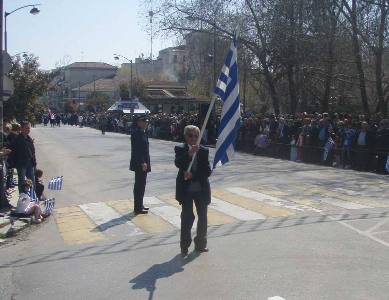 Εξαφανίστηκαν οι βουλευτές των Τρικάλων από την παρέλαση!