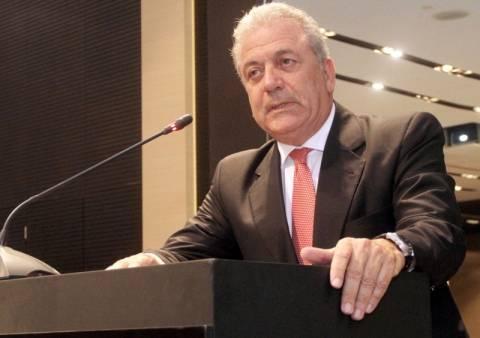 Ο Αβραμόπουλος «άδειασε» τον Χρυσοχοΐδη για τα κέντρα μεταναστών
