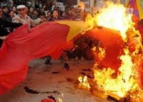 Aυτοπυρπολήθηκαν νεαροί Θιβετιανοί μοναχοί