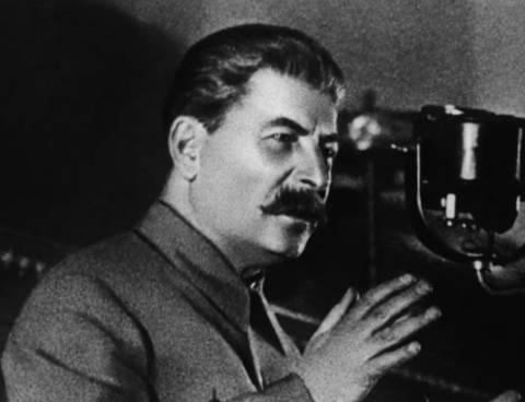 Aντιδράσεις για τα τετράδια που εικονίζουν τον Στάλιν