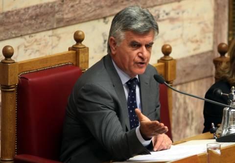 Παρέμβαση Φ.Πετσάλνικου για τη σωρεία τροπολογιών