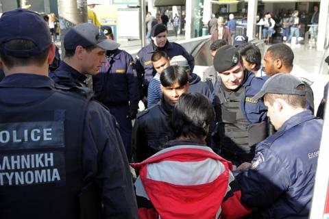 Απέσυραν προσωρινά την τροπολογία για τα κέντρα λαθρομεταναστών