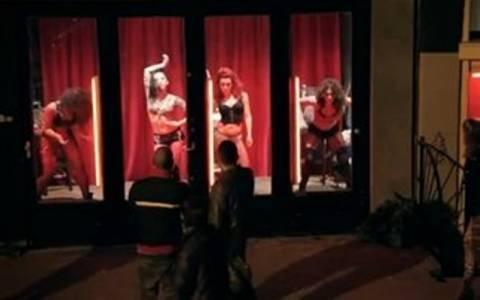 Video: Ένα μοναδικό σόου από τις κοπέλες σε βιτρίνα στο Άμστερνταμ