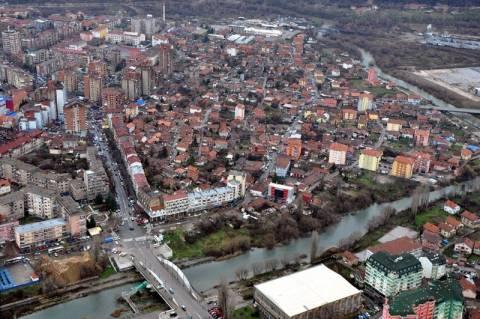 Έκρηξη σε διχοτομημένη πόλη του Κοσόβου