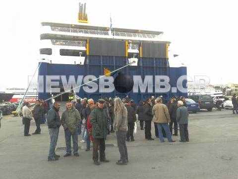 ΣΥΡΙΖΑ: «Η κυβέρνηση απειλεί τους ναυτεργάτες»