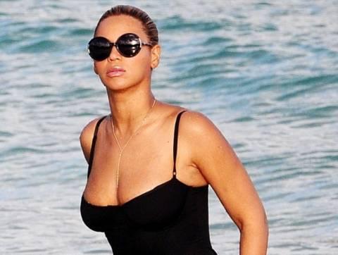 Οι σέξι καμπύλες της Beyonce ξανά στη …σέντρα