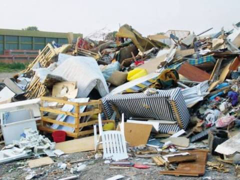 Θεσσαλονίκη: Ανάσταση με σκουπίδια