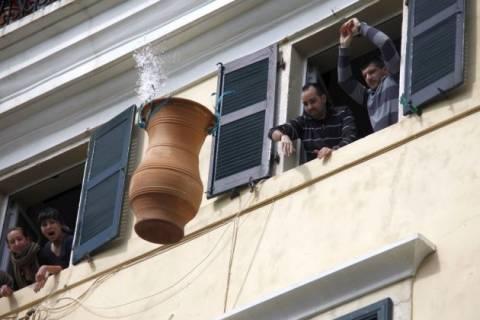 Κέρκυρα: Έσπασαν τα κανάτια για την πρώτη Ανάσταση