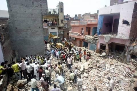 Τραγωδία με κατάρρευση υφαντουργείου στην Ινδία