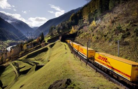 DHL: Αυξάνει τη χρήση των τρένων, μειώνει τις εκπομπές CO2