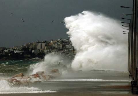 Με προβλήματα οι θαλάσσιες συγκοινωνίες λόγω θυελλωδών ανέμων