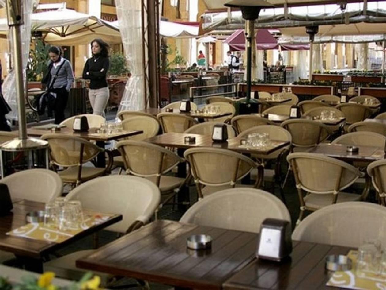 «Άδειασαν» ιδιοκτήτη και πελάτες καφετέριας στο Γαλάτσι