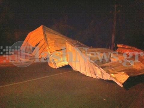 Οι θυελλώδεις άνεμοι «ξερίζωσαν» στέγες στην Κρήτη