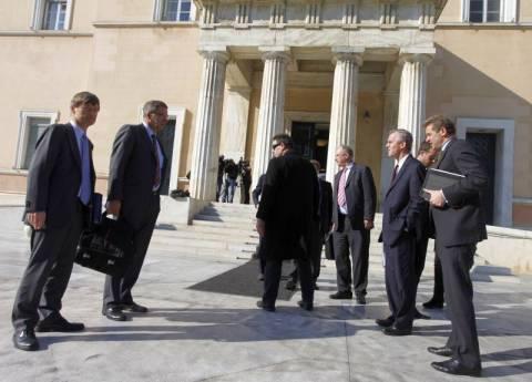 Συνωστισμός ελεγκτών -και μια έκπληξη- στην Αθήνα