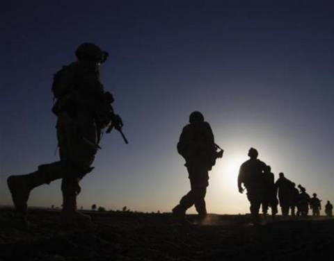 Στρατιώτες παρήγγελναν πόρνες