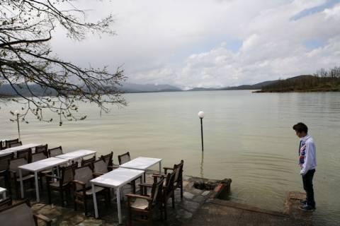 Στα όρια υπερχείλισης η λίμνη Πλαστήρα