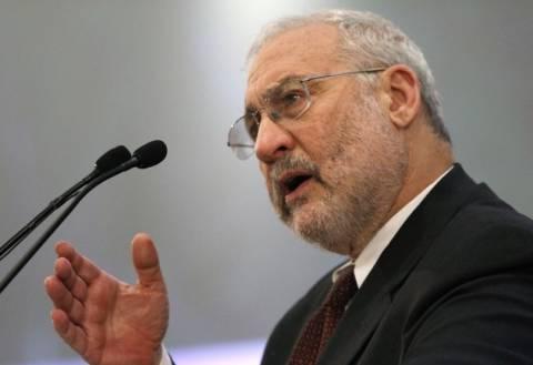 Στίγκλιτς: Τα χέρια των Ελλήνων είναι δεμένα
