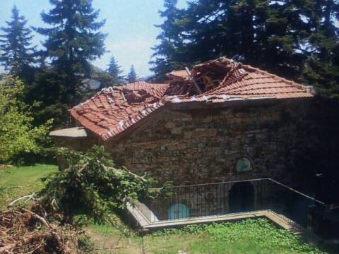 Κατάρρευση τμήματος στέγης μοναστηριού στην Καρδίτσα