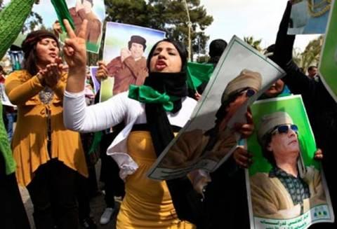 Ποινικοποιείται δια νόμου η ηρωοποίηση του Καντάφι