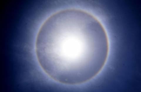 Ουράνιο τόξο γύρω από τον ήλιο