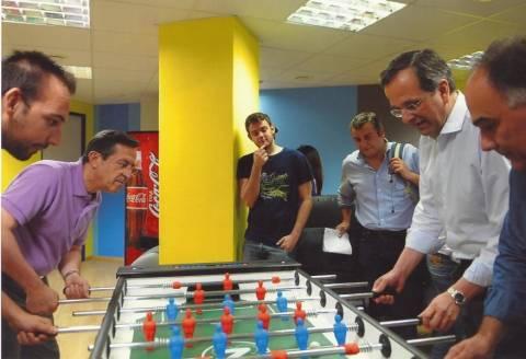Σαμαράς - Νικολόπουλος παίζουν ... ποδοσφαιράκι