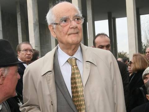 Για κατάχρηση της εντολής κατηγορεί τον Τσίπρα ο Α. Κακλαμάνης