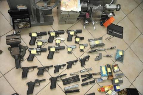 Έκρυβαν ένα μικρό οπλοστάσιο σε σπίτι στο Κερατσίνι