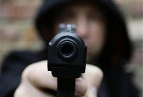Ληστεία με όπλο στη μέση του δρόμου